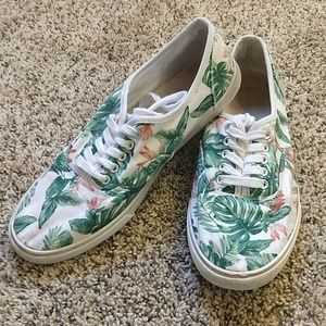 F21 size 9 sneakers